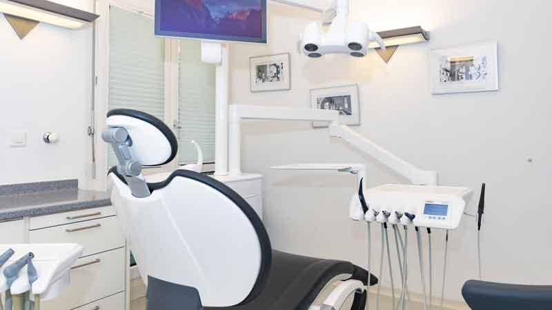 Dentalhgiene auf unserem neue Stuhl von unserer DH oder unserer Prophylaxeassistentin